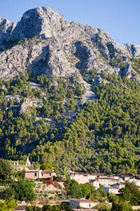 C'an-Pau-Villa-Biniaraix-Village-Mountain