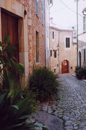 C'an-Pau-Villa-Biniaraix-Village-Street